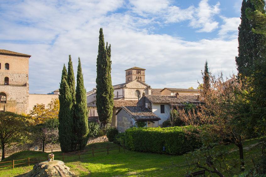 abbazia di Farfa con monastero dove soggiornare