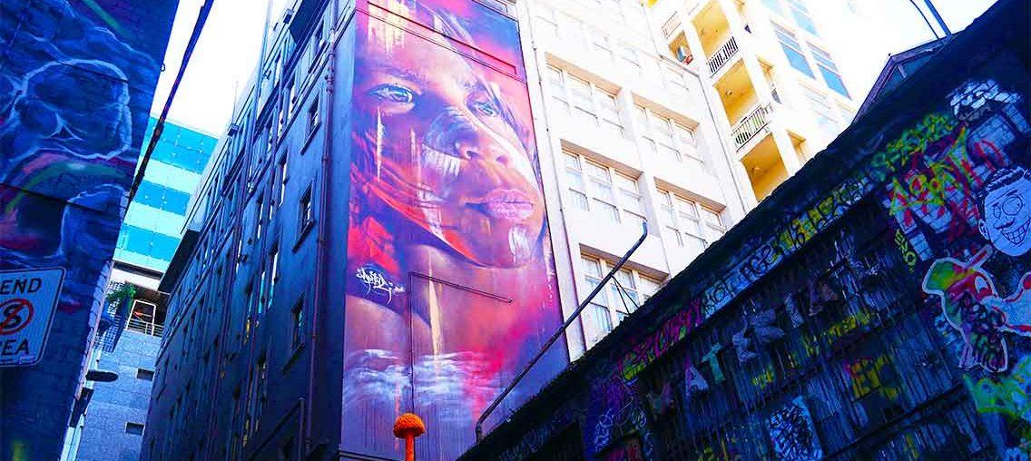 Bambino aborigeno della street art di Melbourne