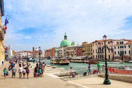 venezia italia on the road