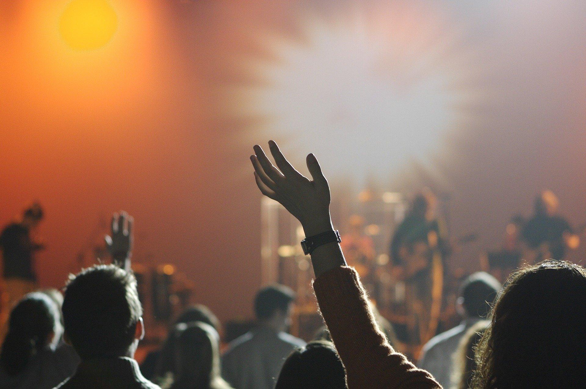 Festival musicali in Europa musica ragazza mani